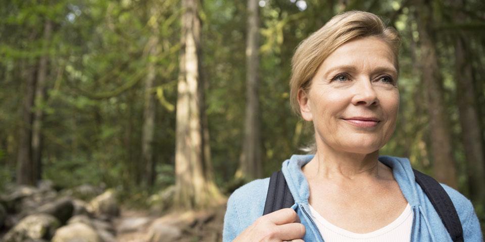 Frau beim Wandern